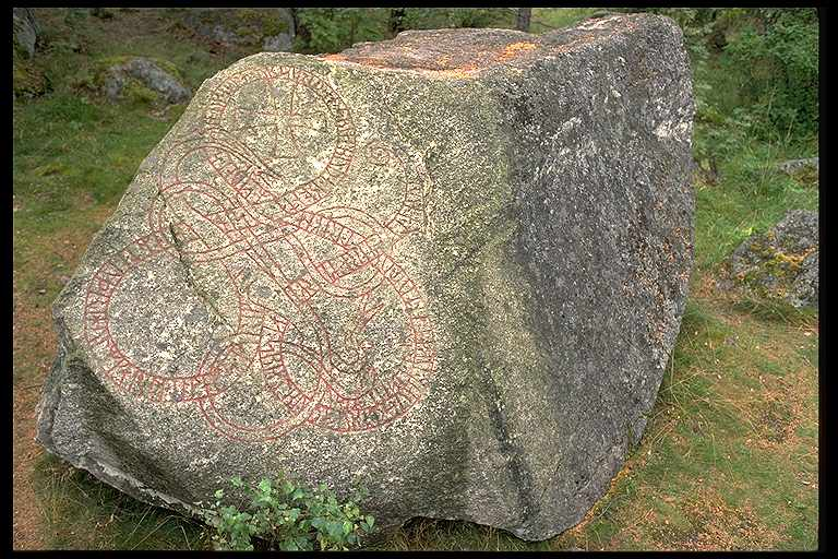 Runes written on jordfast stenblock, gnejsgranit. Date: V